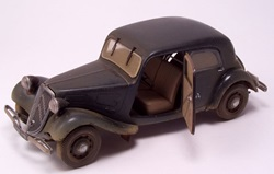 48 scale Citroen Traction 11CV Staff Car_5