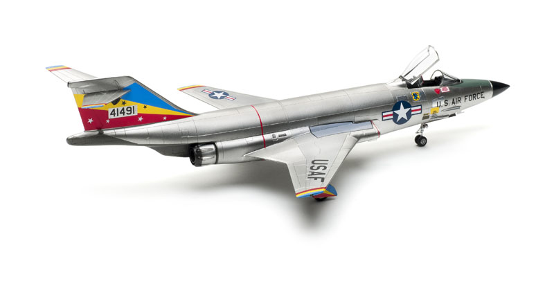 Plastic Model Building Kit # 72093 Valom 1//72 Scale RF-101C Voodoo