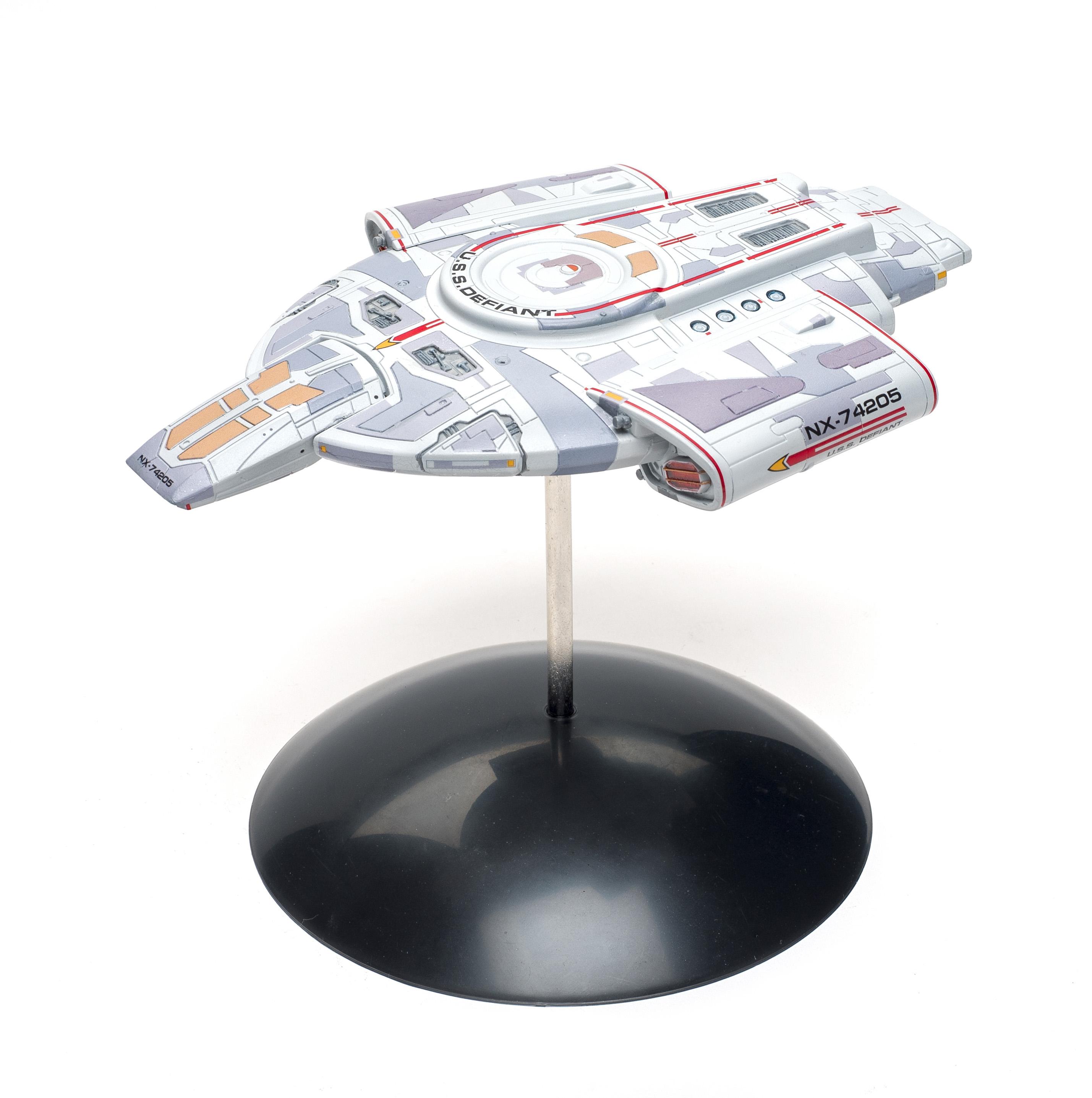 Build review of the Polar Lights Star Trek USS Defiant scale