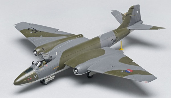 Airfix 1/72 scale English Electric Canberra PR.9 aircraft